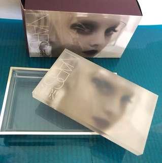 Nars box Glass