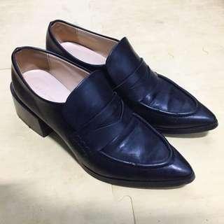 Zara學院風尖頭粗跟鞋