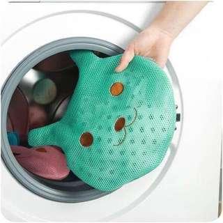 可愛卡通內衣護洗衣服網袋 $49  顏色:現貨【藍1,綠1】  規格:30*25cm 加厚材質,緩衝洗衣機對衣物的磨損, 精緻拉鍊設計,拉鎖不易壞, 衣服不易掉落,使用更放心