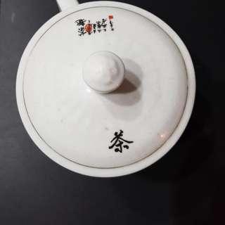 Giant porcelain mug with lid