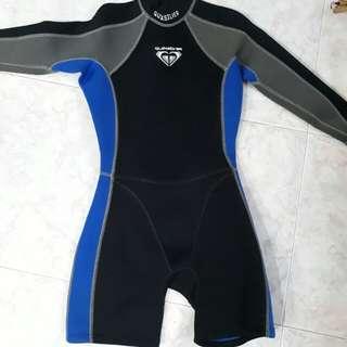 Wet Suit quicksilver female - price reduced