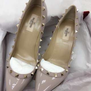 🎉🎊12/12 mark down! 💯% Authentic *BRAND NEW* Rockstud Pump 100 (NUDE)