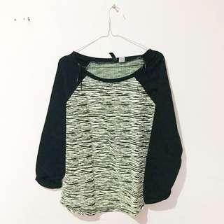 Sweater H&M size S Besar