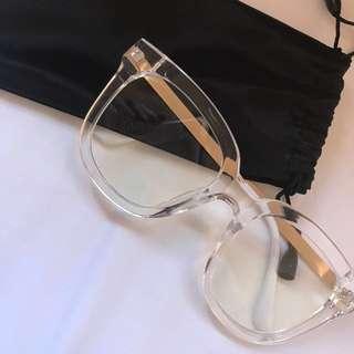 "Stylish ""oversized"" clear frames (non-prescription lens)"