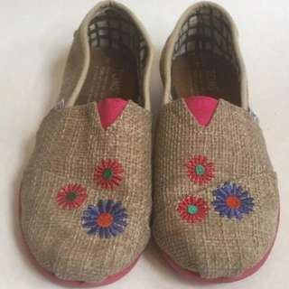 Burlap embroidered  Toms