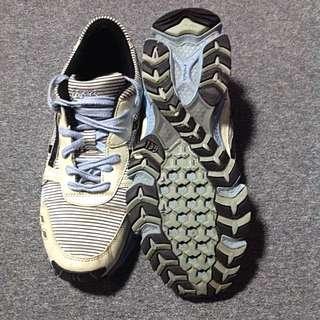 ASICS GEL running shoes size US (8.5)