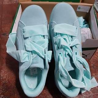 Suede Heart Puma Sneakers