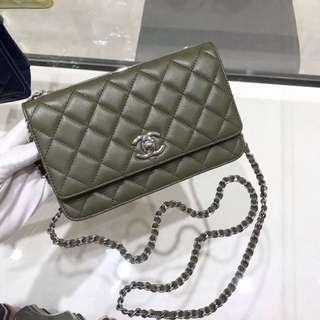 Chanel 17年特別版woc軍綠色