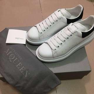 全新 Alexander McQueen Larry Sneakers 黑色尾