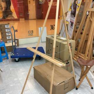 Single used easel for rent/sell