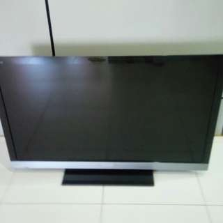 """Sony 40"""" LCD TV. Good condition with New wall mount. HDMI port not working. Yew tee collect"""