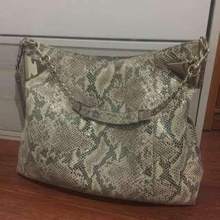 Tas Gucci kesayangan