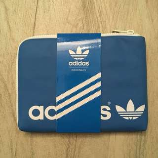 經典藍色三間 Adidas Originals iPad Case