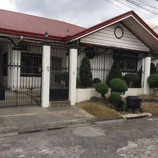 House and Lot for Sale in Bf Resort Las Pinas