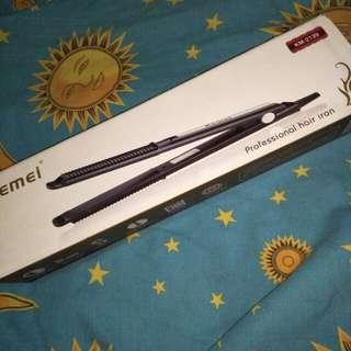 Kemei KM-2139 catok curly/lurus. (Black)