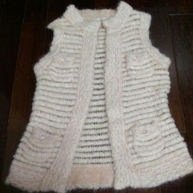 粉橘色毛衣背心