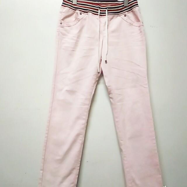 粉色牛仔褲