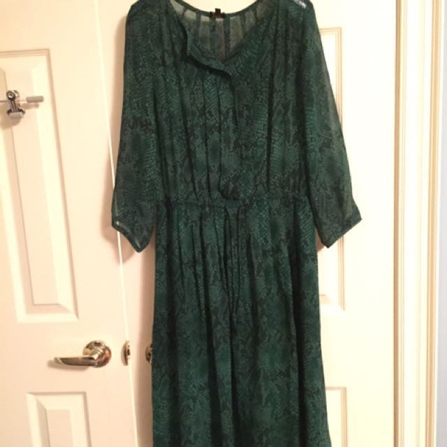 Aritzia-babaton xs green snake skin silk dress