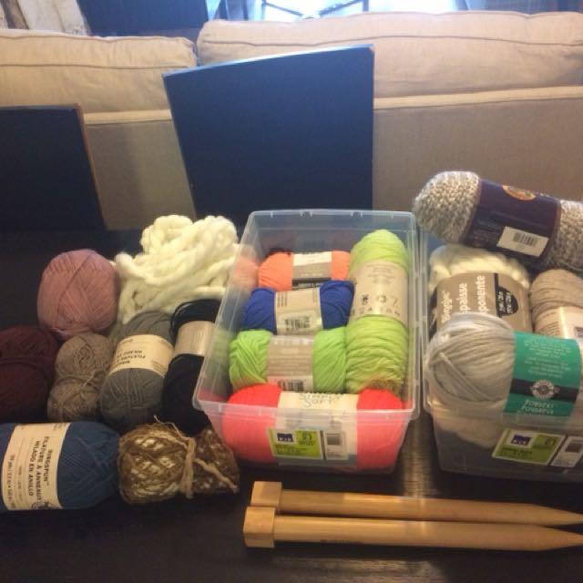 Bundles of yarn/knitting needles