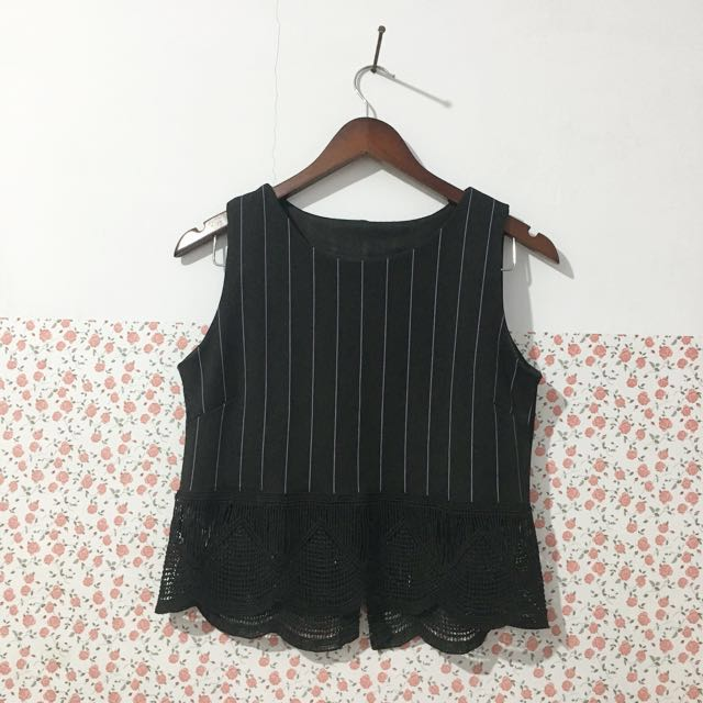 Crop top black white stripe