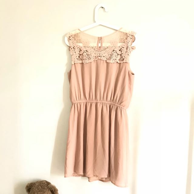Dress lace beige pastel