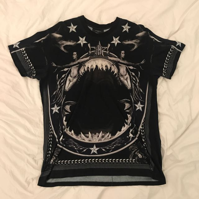 Givenchy Oversized Shark T-shirt (size L)