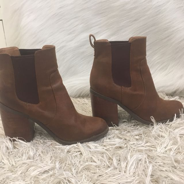 Lipstik boots Size 9