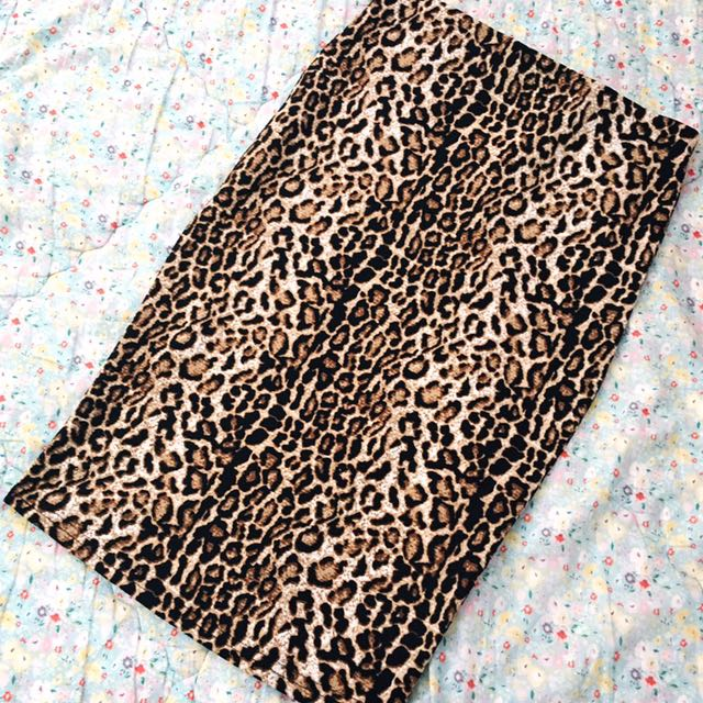 New with Tags Leopard Print Slim Skirt S
