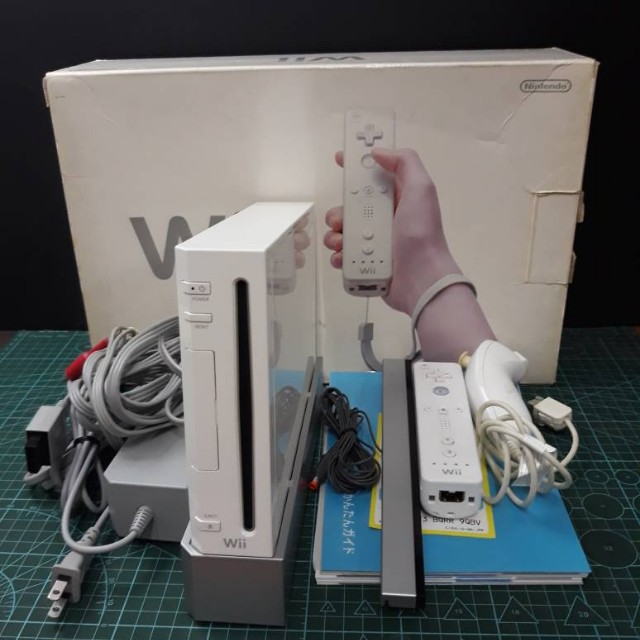 Nintendo Wii full set with box & manual.