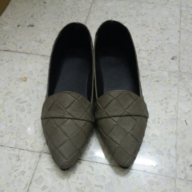 Ready stock - Pointed Flat Shoes