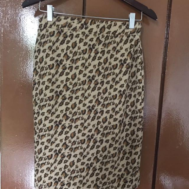 Repriced!! Leopard skirt