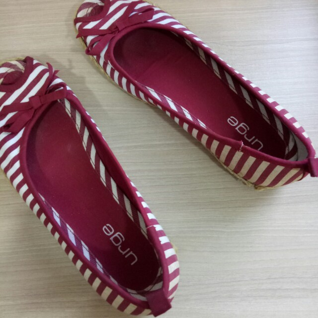 Strips red shoes URGE