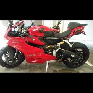 Ducati 899