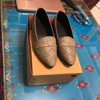 休閒風假編織鞋。灰色~39號