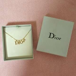 Dior字母頸鏈