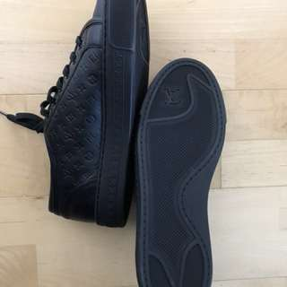 LV AUTHENTIC SNEAKERS