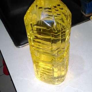 沙拉油買太多出清出清 沒有那個喜歡再下標 時候不對 兩公升