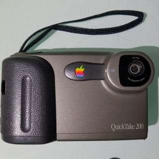 apple quicktake 200 液晶有芒黑印,可著機影相, 送sm save咭