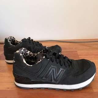New Balance black sneaker with leopard print inner