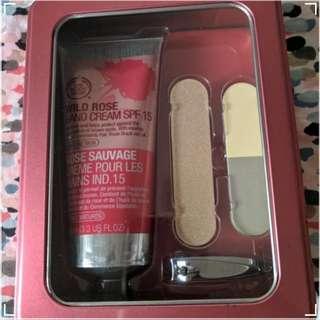 The Body Shop Wild Rose Handy Manicure set