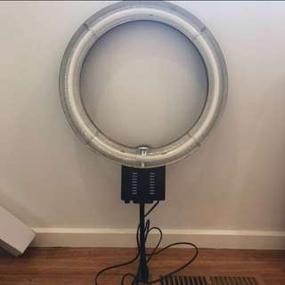 (PRICE REDUCED) LightPro Large Ring Light