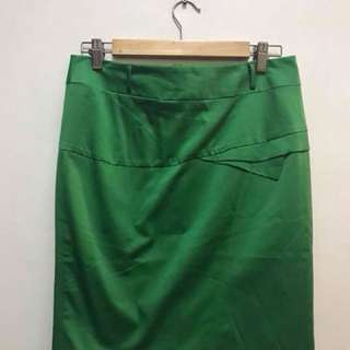new never used Green silk pleated skirt - 30-31 when measured ; length 20.5