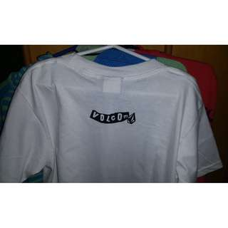 Volcom shirt Medium never been worn