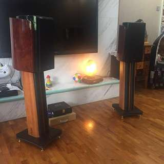 Swan Hivi M3+ bookshelf speaker and original stand.