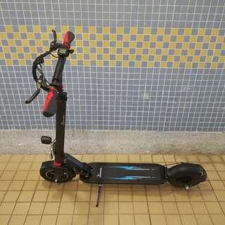 10寸電動滑板車