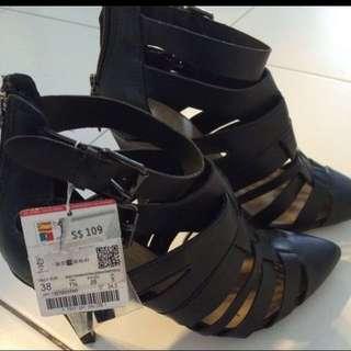 Glad shoes
