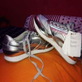 Sepatu HnM casual