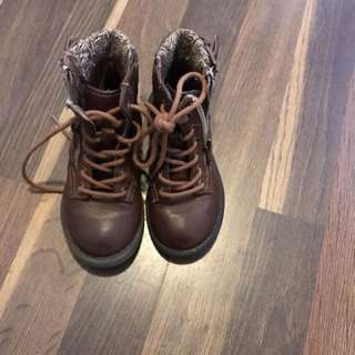 Brown boots sz 7