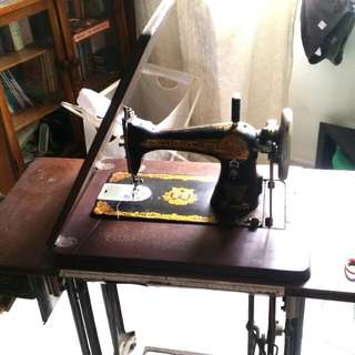 Original Traditional Butterfly Sewing Machine (with Table)