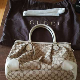 Gucci Signature GG bag